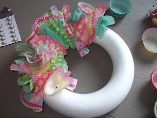 Krans maken met cupcake papiertjes- wreath with cupcake papers