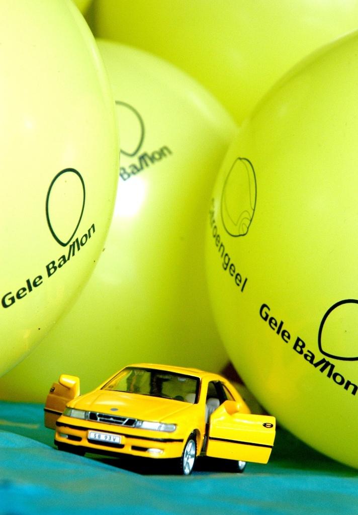 Lucien Souisa maakte een mooi plaatje van een Saab 9-3 dinky toy en een paar ballonnen. It's magic!