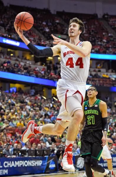 Wisconsin forward Frank Kaminsky (44) drives as Baylor center Isaiah Austin (21) watches during the second half in a regional semifinal NCAA college basketball tournament game, Thursday, in Anaheim, Calif. (Mark J. Terrill/AP)