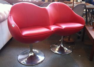 Loveseat JohanssenCosmos sofa in rood leder