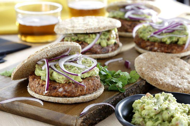 Si te gustan las hamburguesas, esta veggie burger de alubia roja te volverá loco, y a tus amigos más, aunque no sean vegetarianos. ¡Pruébala!