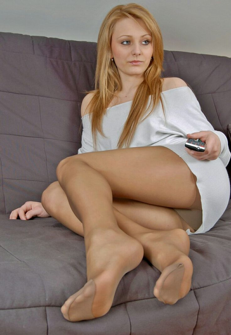 Love Feet in pantyhose has