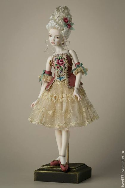 Купить или заказать Шарнирная фарфоровая кукла ' Рококо' в интернет-магазине на Ярмарке Мастеров. Эта кукла стала логотипом международной выставки в Киеве 'Модная лялька', красуется на афишах, обложке каталога, в публикациях сми. Шарнирная фарфоровая кукла, фарфор Париан, 18 шарнирных соединений, роспись подглазурными красками 980C. Серьги натуральный гранат, антикварные кружева и вышивка. Съемный парик .