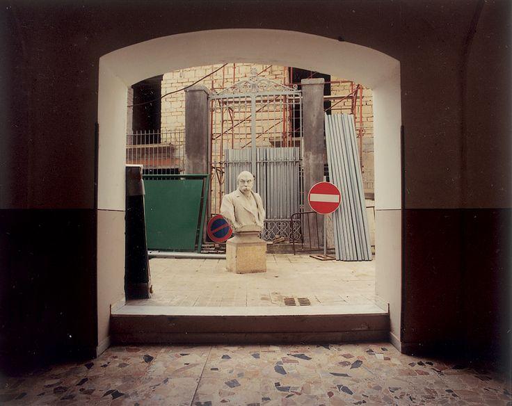 Luigi Ghirri - San Martino Valle Caudina, 1990 – serie Paesaggio italiano - project print - 8 x 10 cm - © Eredi di Luigi Ghirri - Courtesy Fondo di Luigi Ghirri