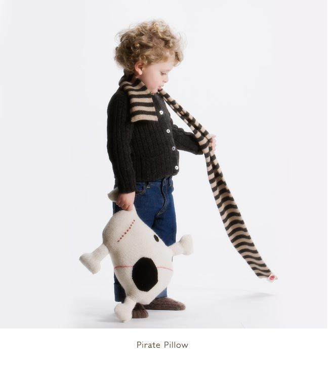 ROGER THE PIRATE #oeufbegood #oeufnyc #Imaginarium #alpaca #fairtrade #fallwinter #kids #baby #clothes #hat #winter #cozy #kids #baby #pirate #skull
