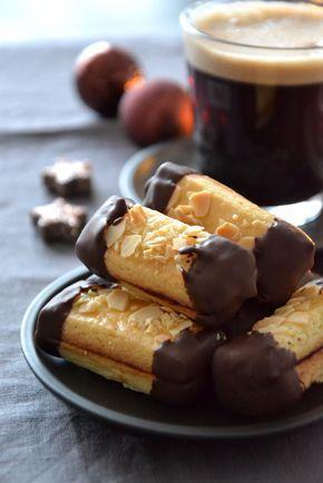 Bâtonnets amandes et chocolat, fourrés à la confiture de framboise