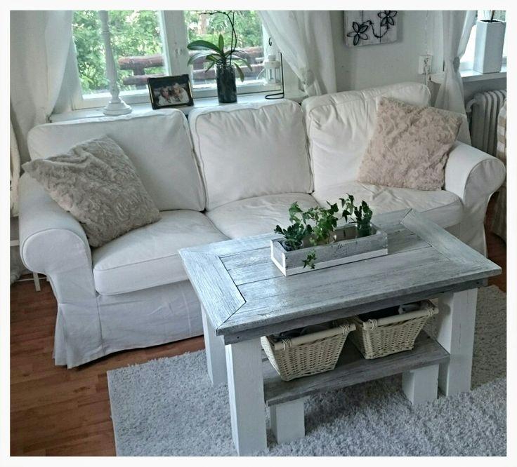 Vardagsrumsbord klart! Med ett mini bord under som man kan ta bort istället för att sätta dit en hylla.  En låda för blommor efter några rest bitar  enkelt och billigt!