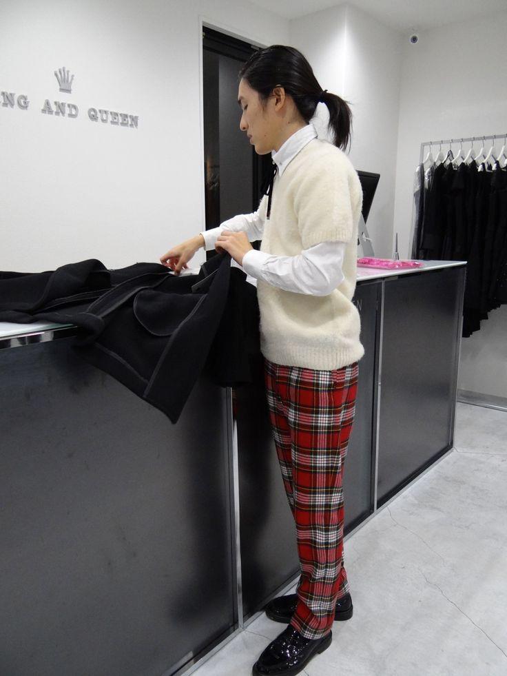 KQ - KING AND QUEEN Internatinoal Men's fashion Vests, Coats, Jackets, Casual shirt, Dress shirt, Shorts, Suits キングアンドクイーンメンズファッション メンズベスト、メンズコート、メンズジャケット、メンズカジュアルシャツ、メンズドレスシャツ、短パン、スーツ Shop Info; Momochihama 3-4-10, Sawaraku, Fukuoka, Japan ショップ情報:福岡市早良区百道浜3-4-10 +81-942-834-3112 http://www.worldpeace.jp