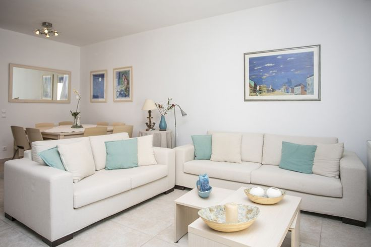 Overview This elegant vacation rental with private garden is located close to the village of Posidi, one of the most beautiful places in Kassandra. It is part of a well maintained complex of houses…