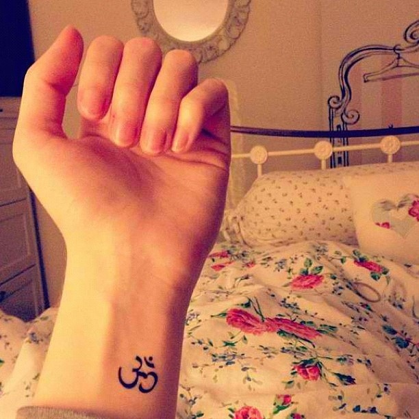 a little something on the side instead of the whole wrist, I like this placement. aw