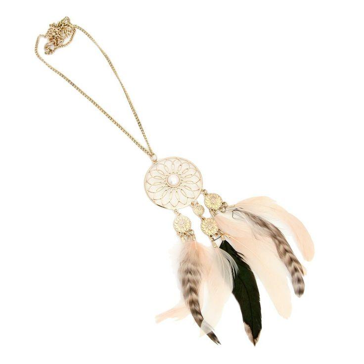 Drömfångare och halsband. Det är roligt med annorlunda material i smycken.