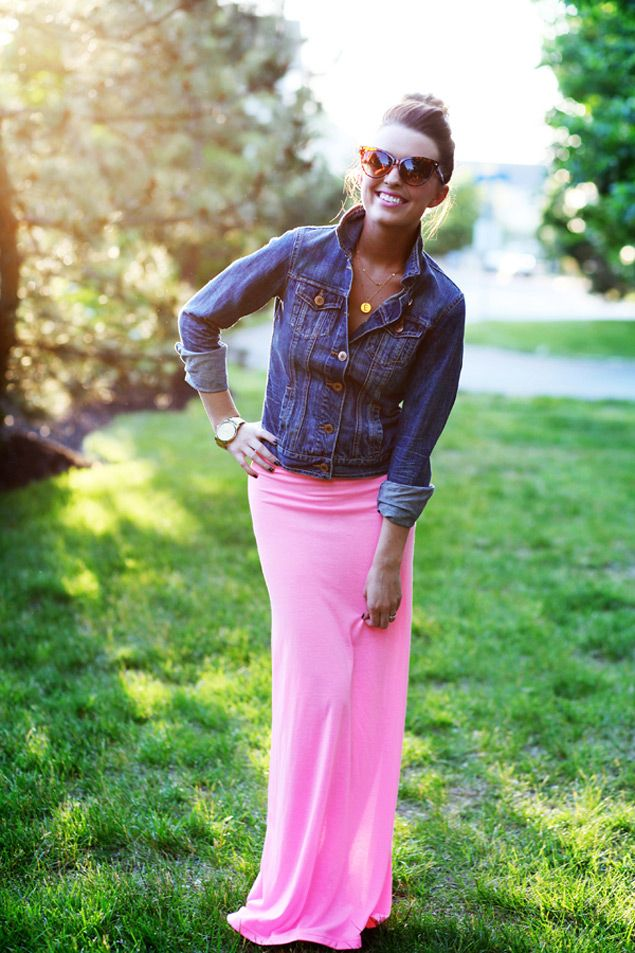 Love Love Love the hot pink skirt with the denim jacketStyle, Jeans Jackets, Long Skirts, Jean Jackets, Maxis Dresses, Denim Jackets, Pink Maxis, Maxi Skirts, Maxis Skirts