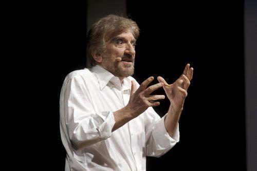 Nel 1970 arriva un successo inaspettato che lo vede impegnato nella commedia musicale Alleluja Brava Gente di Garinei e Giovannini.