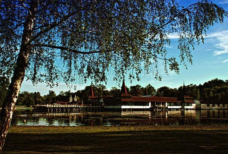 Een bezoek aan dit meer is absoluut de moeite waard.www.huntravel.nl