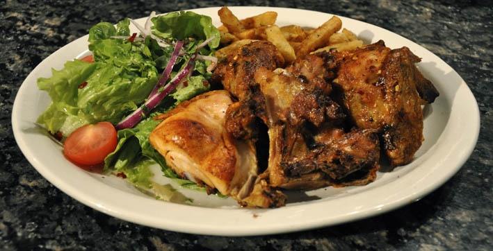 A Quinta sur Ontario E. et Jarry E.: Reconnue pour leurs poulet grillé  / Known for their grilled chicken.