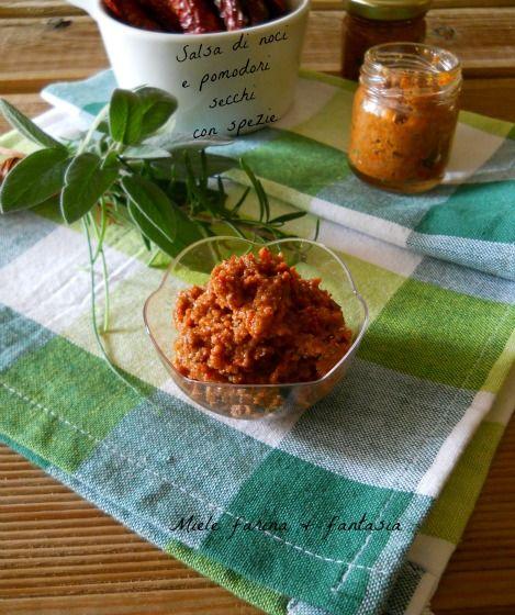 Salsa di noci e pomodori secchi con spezie