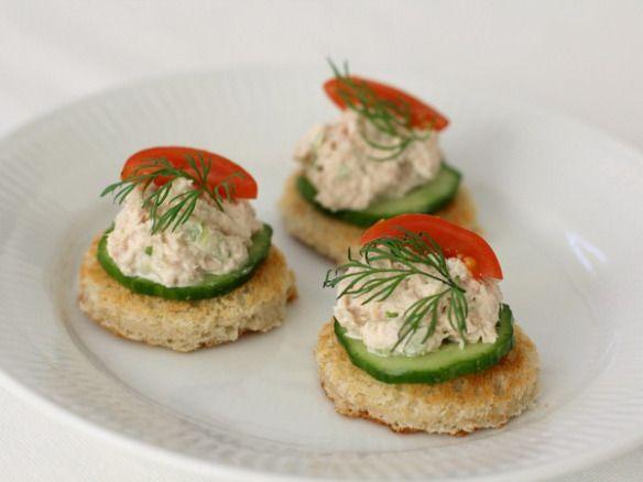 Nytårsforret: 4 slags kanapeer med fisk og skaldyr   Ellevild Madblog