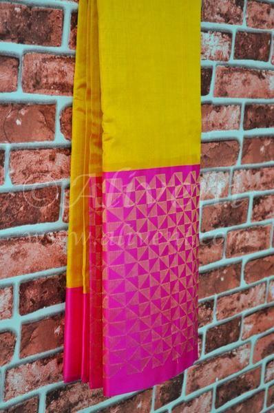 Turmeric Yellow Plain Handwoven Saree with Broad Kuppadam Fan Motifs Border - Aliveni - 2