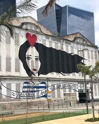 Ou diga que quer ver o lado mais urbano da cidade e peça para ele te mostrar os grafites do Porto Maravilha. | 15 motivos pelos quais você deveria começar a beijar cariocas o quanto antes