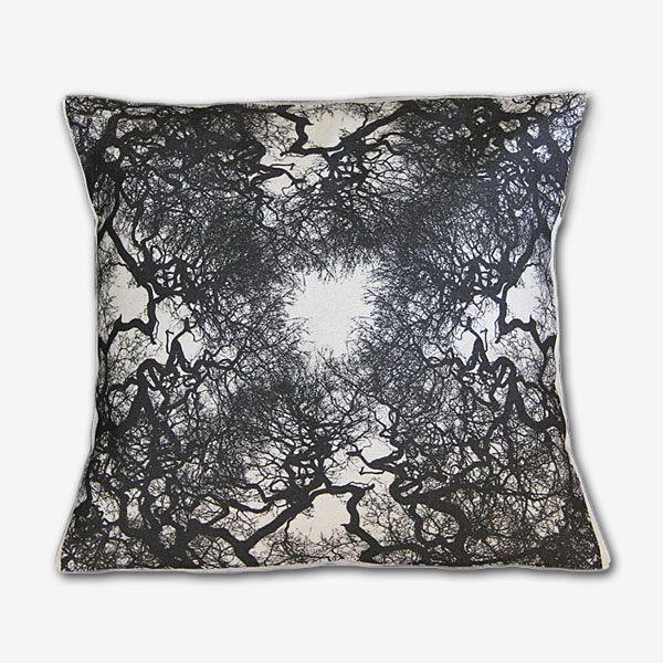 Funda cojín tela 100 % algodón, estampado digital, diseños exclusivos.  Silueta bosque