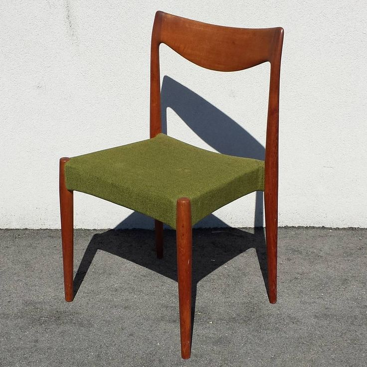 Just In!!! Set of 8 Mid Century Modern Dining chairs.  Designer unknown, possibly Niels Moller or in the style of. No markings.  #midcenturymodern #midcentury #mcm #mintcondition #vintage #furnituredesign #design #decor #interiorstyling #torontointeriors #diningchair #fabulous  Available at #contextdesign in #toronto