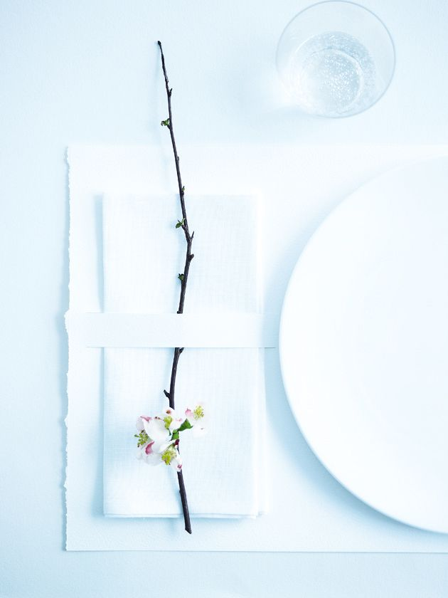 A clean, super minimalist place setting. Add an Orchid to each place setting for the ultimate modern luxe wedding.
