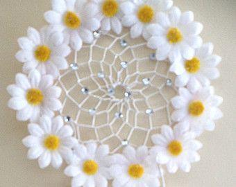 Floral White Daisy Dream Catcher von DreamDen auf Etsy   – dream catchers