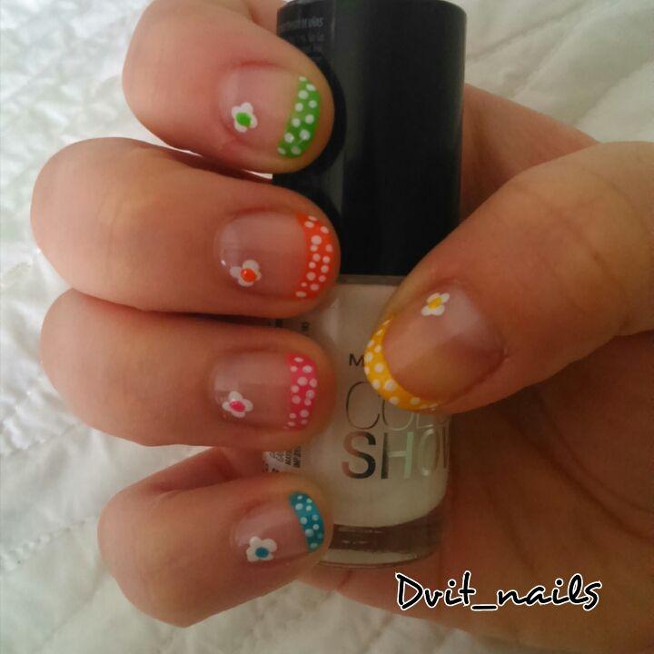Manicure francesa con flores y puntitos :) #nailart #manicurefrancesa #flowers #flores #fiori #colors