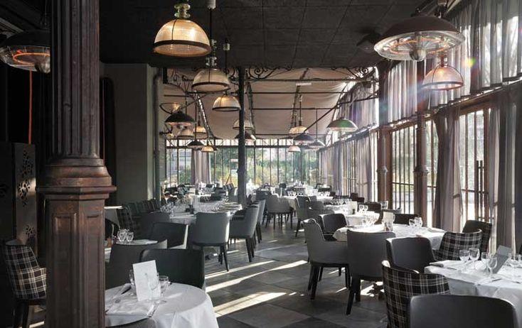 Situé à Issy-les-Moulineaux, le restaurant l'Ile occupe depuis 1998 une ancienne poudrière au cœur du parc de L'Ile Saint-Germain. Ce pavillon Napoléon III, aux proportions démesurées, est devenu un sublime restaurant de style colonial, où se mêlent le fer et le verre, caché dans une végétation verdoyante, en bord de Seine.