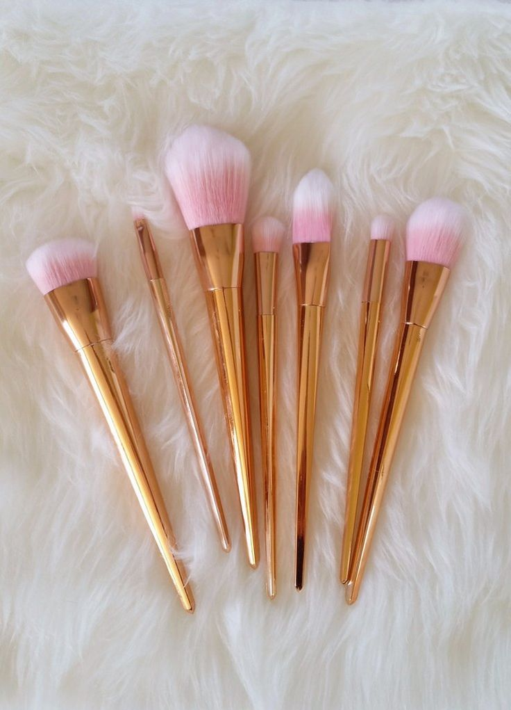 Gorgeous rose gold makeup brushes....LOVE!