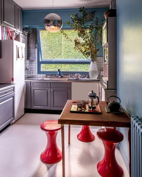 Biraz eskilerden biraz yenilerden. Güzel ve birçok farklı stili birleştirmiş bir mutfak dekorasyonu  #dekorasyon #mutfak
