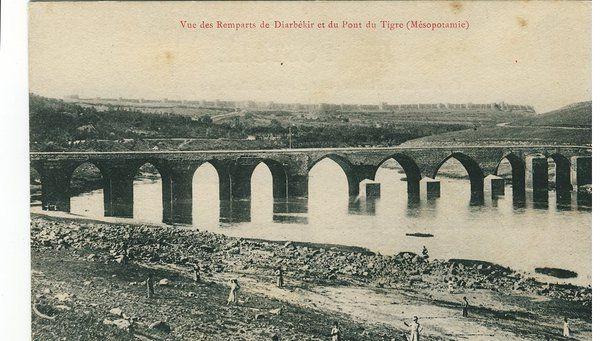 Dicle nehri üzerinde On gözlü köprü.Diyarbakır