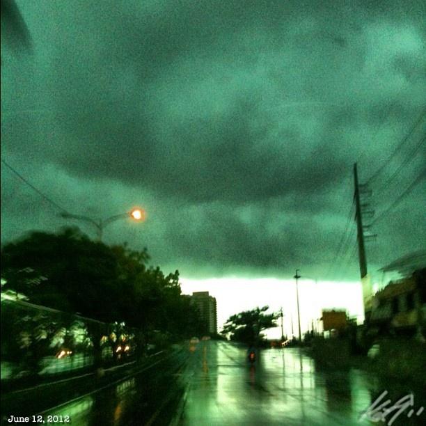 #c5 も #雨 #dark #cloudy #rainy #morning #sky #cloud #independenceday #philippines #フィリピン #独立記念日 #空 #雲