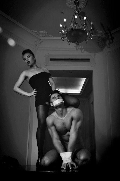 Спонтаный секс мастера и хозяйки дома