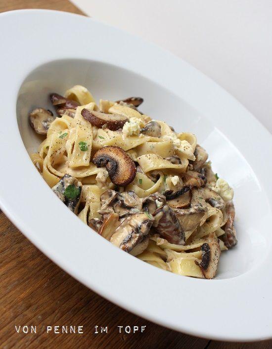 Penne im Topf: Pasta mit Champignon - Gorgonzola Sauce