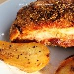 Traag geroosterd pittig buikspek met gebakken peren