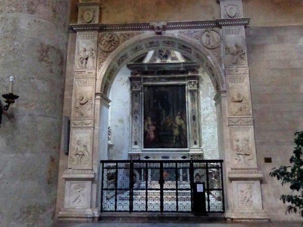 Francesco Laurana  la Cappella Mastrantonio,alla Kalsa a Palermo realizzata tra il 1468 e il 1469 da Francesco Laurana e Pietro de Bonitate, tra le prime testimonianze del Rinascimento siciliano. Sullo splendido arco in marmo che incornicia la cappella sono presenti rilievi che raffigurano i Padri della Chiesa e i Quattro Evangelisti, gli stemmi della famiglia Mastrantonio e i profeti Geremia e Isaia. Due figure realizzate nei medaglioni dei pennacchi compongono l'Annunciazione.