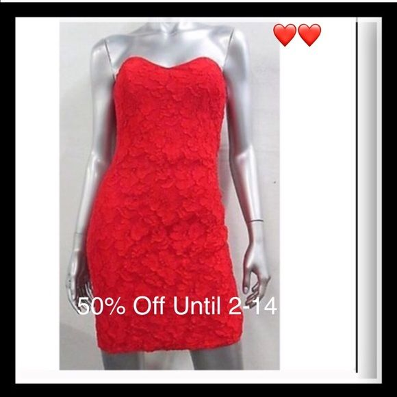 """Sale🔴Vintage sweetheart ♥️ boned bust bodycon 90's Crimson Red Lace Bodycon. 👠💋📽 🎭This show-stopper 💃🏼 is straight out of Hollywood.  Candle lit dinner or prom night.  Bust up to 38"""" Waist up to 28"""" Hip up to 40"""" Length 28"""" Dresses Prom"""