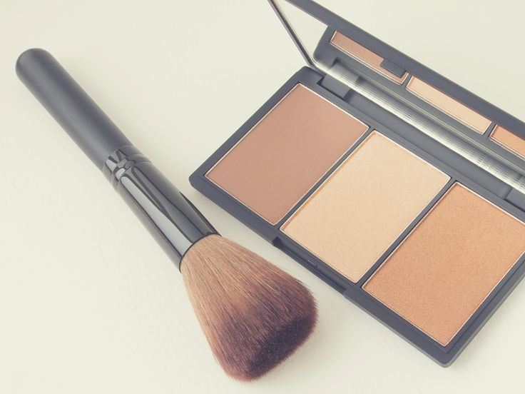 If you ever wondered how to do contouring makeup at home, never fear. You don't need a makeup artist to do this for you. There are some basic steps you can do all by yourself.