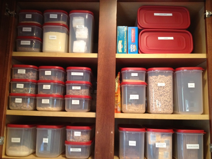 I organized my kitchen pantry this weekend. Not only will it help keep my ingredients fresh, but it'll save time as I can easily see how much of an ingredient I have and whether or not I need to pick up more from the store. I used my label maker for the lids and sides so the correct lid always gets back on the correct container. These are Rubbermaid modular canisters that I picked up from Wal-Mart. They range in price from $3 to $6 and they stack perfectly.