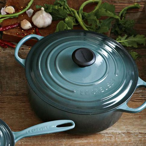LOVE this color!!! One day maybe Santa will bring it to me... 5qt pot an off brand equivalent will work
