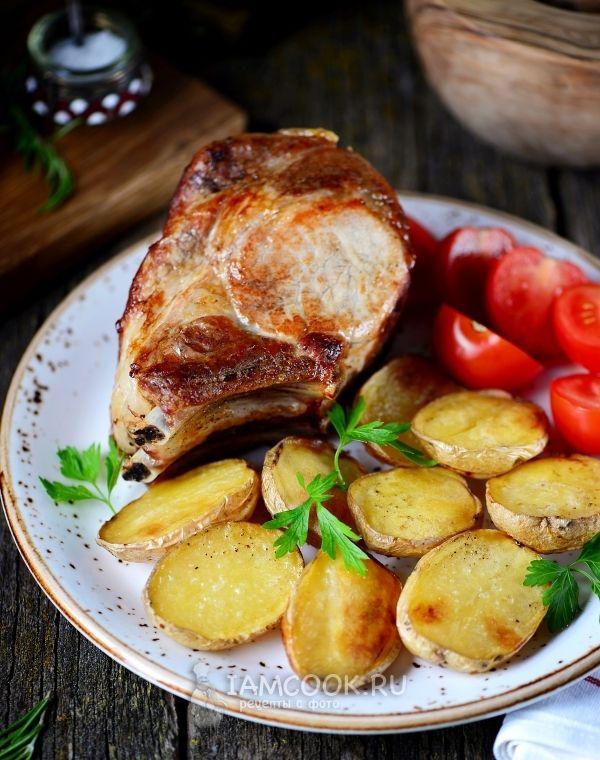 Свиная корейка с картошкой в духовке