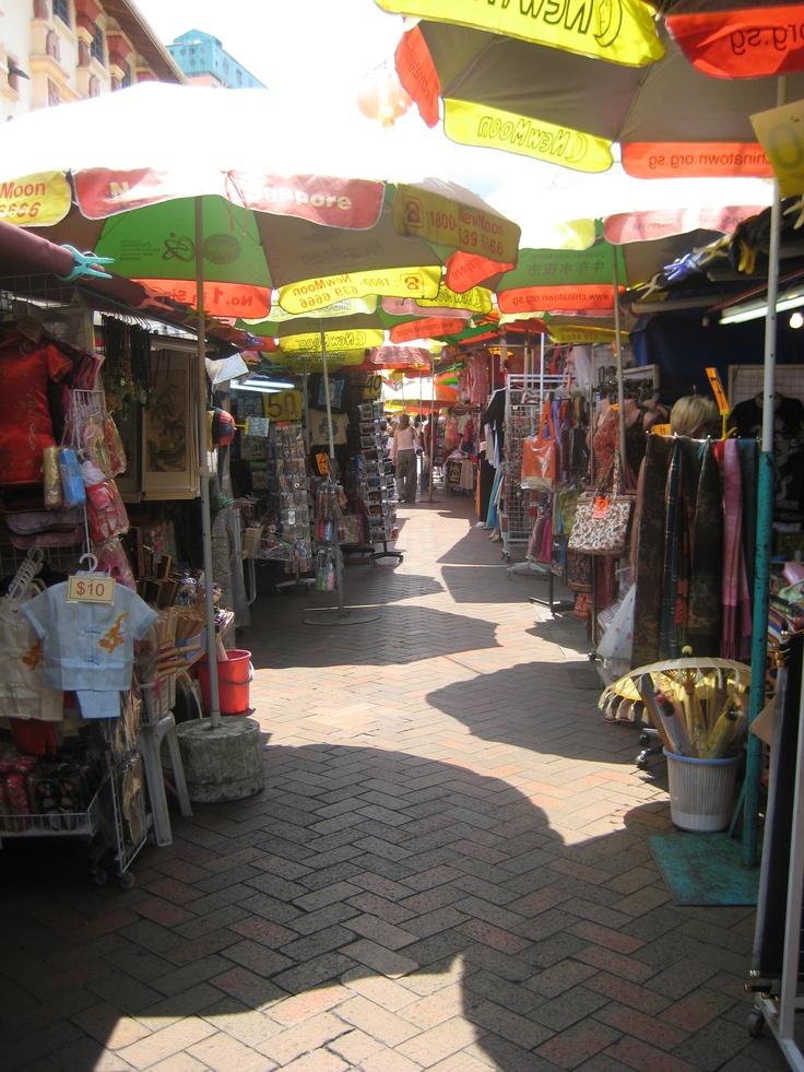 merasakan menjadi bagian dari penduduk lokal dengan mengunjungi dan berbelanja di pasar tradisionalnya, berkomunikasi langsung dengan pedagang dan pengunjng pasar tradisional menjadikan kita lebih merasakan S`pore.  #SGTravelBuddy