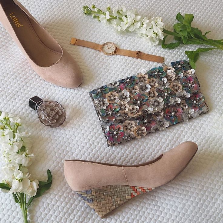 Aren't these suede wedges gorgeous? I love the multi-coloured heel. The clutch is super pretty too- the perfect spring accessories #shoes #shoesoftheday #flowers #timex #taketime #rosegoldwatch #wedges #flatlay #fashionblogger #prettythings #spring #scentedstocks