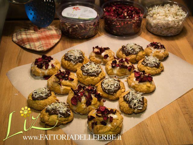 FATTORIA DELLE ERBE: #BISCOTTI DI #NATALE ALLA #ROSA E #FIORDALISO - #Xmas #Biscuits with #rose and #cornflower