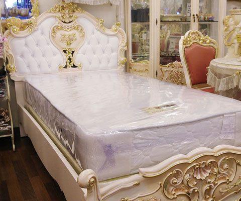 楽天市場】ロココ調家具 > ベッド:ホワイト本革張り > マットレスが2 ... ロココ調のホワイト本革仕様のベッドです。基本仕様【脚付きマットレス一段】にマットレスを乗せて2段マットタイプになります♪ ※写真はシングルサイズ ...