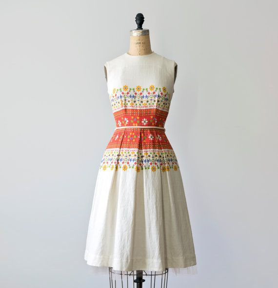 1950's Casual Dress / 50's Sleeveless White Dress / 1950s a-line knee length dress with red folk art print / 50s fit and flare dress Size XS
