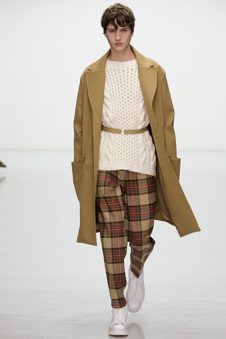 For AW16 Lou Dalton looked outside of the city for inspiration, focusing on the history and beauty of her home away from home, the Shetlands. Country dwellers emerged on the runway, in a myriad of earthy and stormy... »