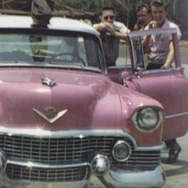 Elvis with friends in 1955 in his pink caddy. Pse see more below