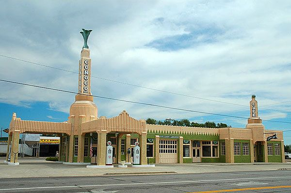 An art-deco gas station beside Route 66 in Shamrock, #Texas, USA